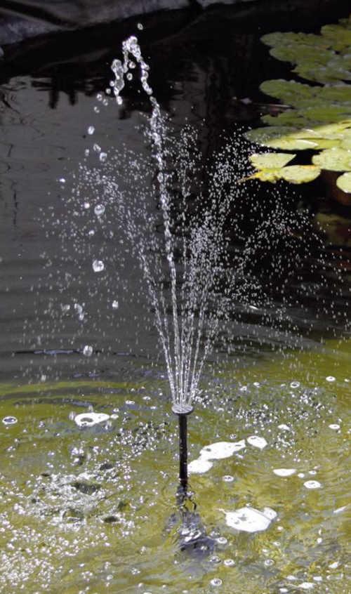 Solární fontána do jezírka s nastavitelným typem vodotrysku