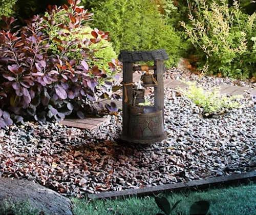 Menší kašna do zahradní skalky