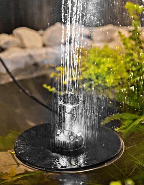 Romantická solární fontána s osvětlením na zahradní jezírko